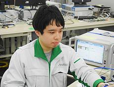 実験室でICの検証実験